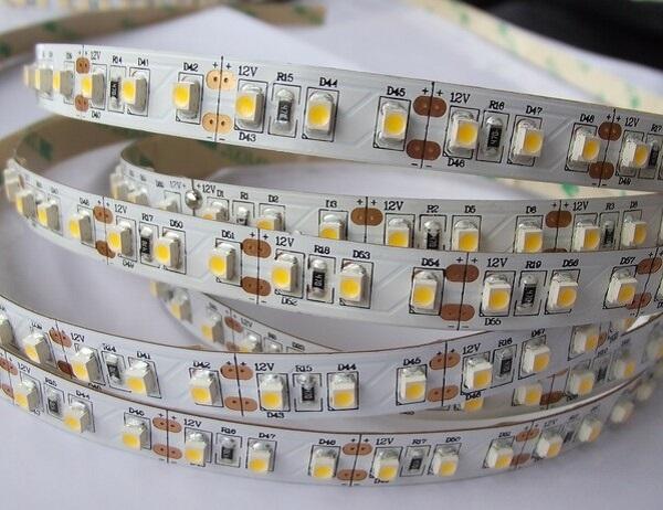 Đèn LED dây là loại đèn được chế tạo bởi một mạch điện mà trên đó người sản xuất sẽ gắn những chip LED