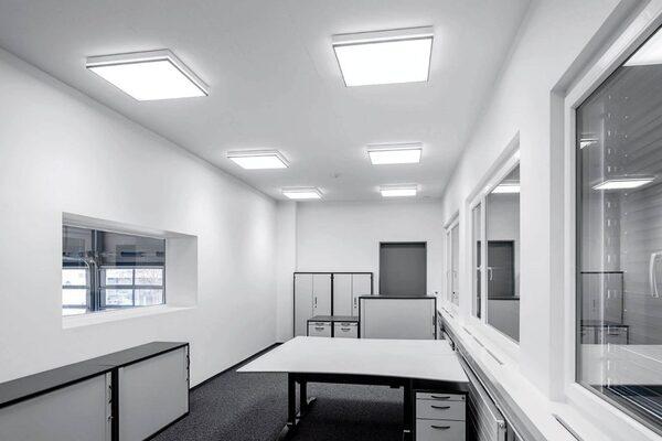 Đèn LED được bố trí trong văn phòng làm việc